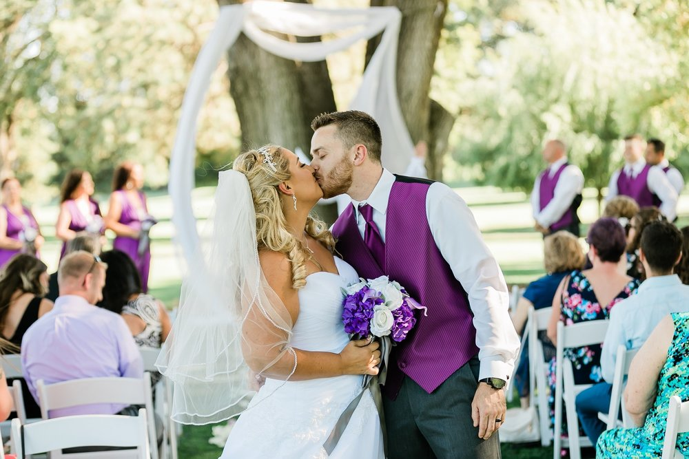 Jessica and Daryl married under the large oak trees of Spring Creek Golf and Country club in Ripon, CA.