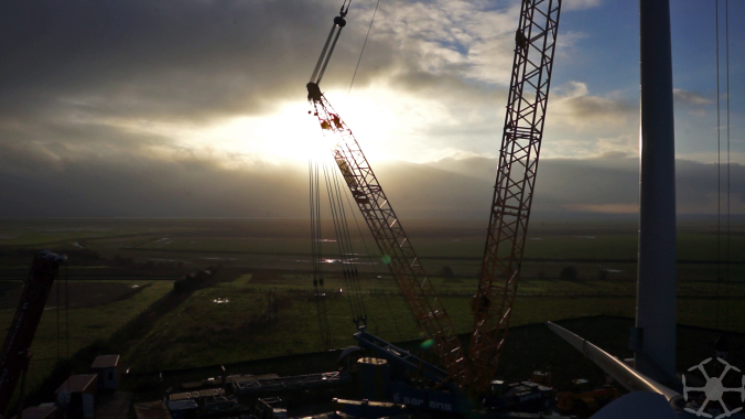 Sillhouette of the crane against the falling sun