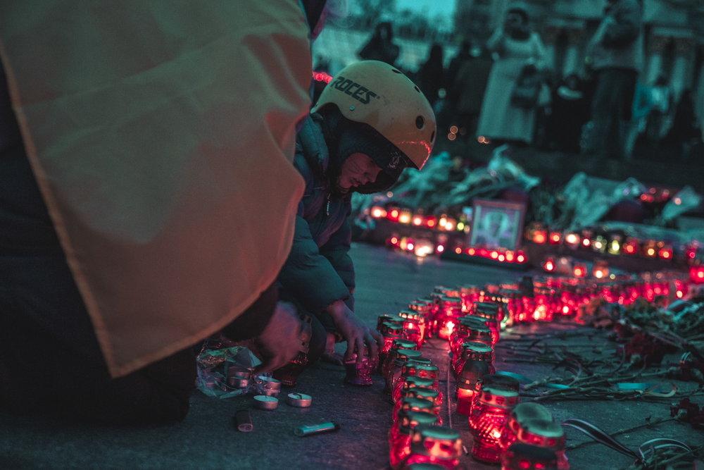 © Sam Asaert - Boy lighting a candle