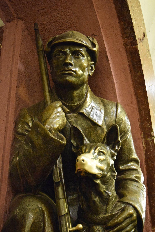 Ploshchad Revolyutsii statue  .jpg