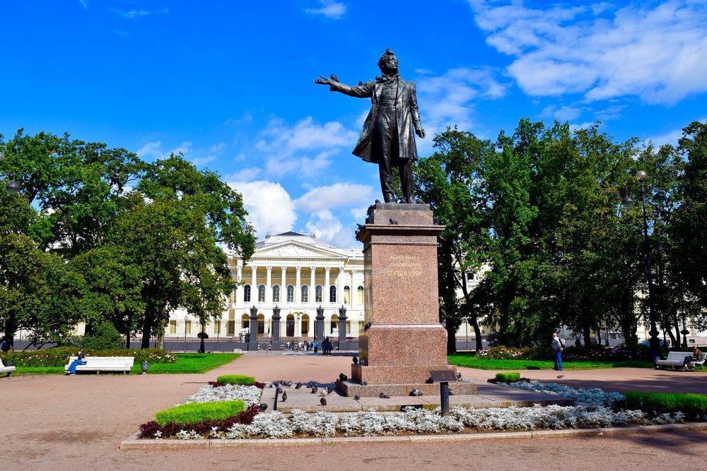 Plaza de las artes y Museo Estatal Ruso