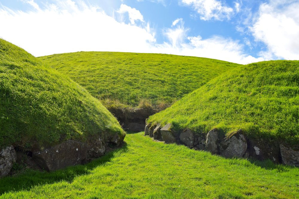Smaller tombs at Knowth