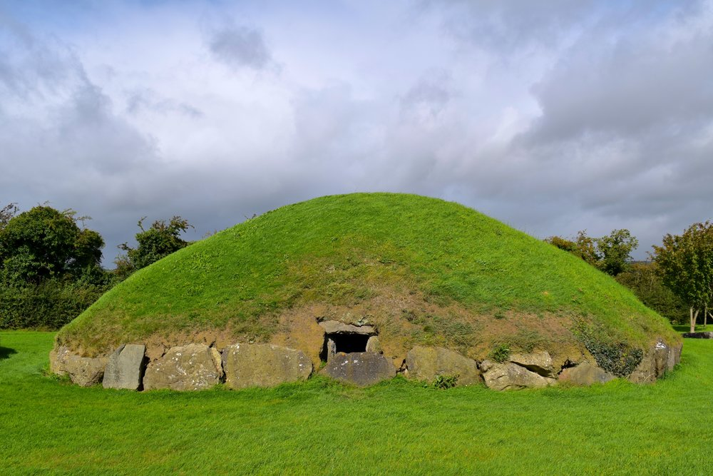 Satellite tomb in Knowth