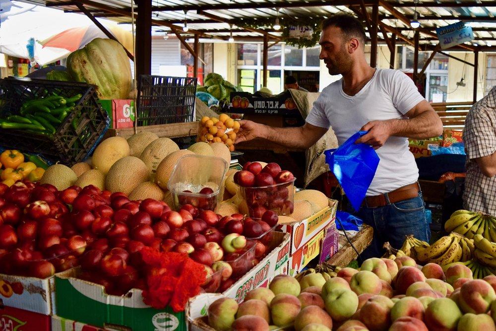 Vendedores de frutas locales
