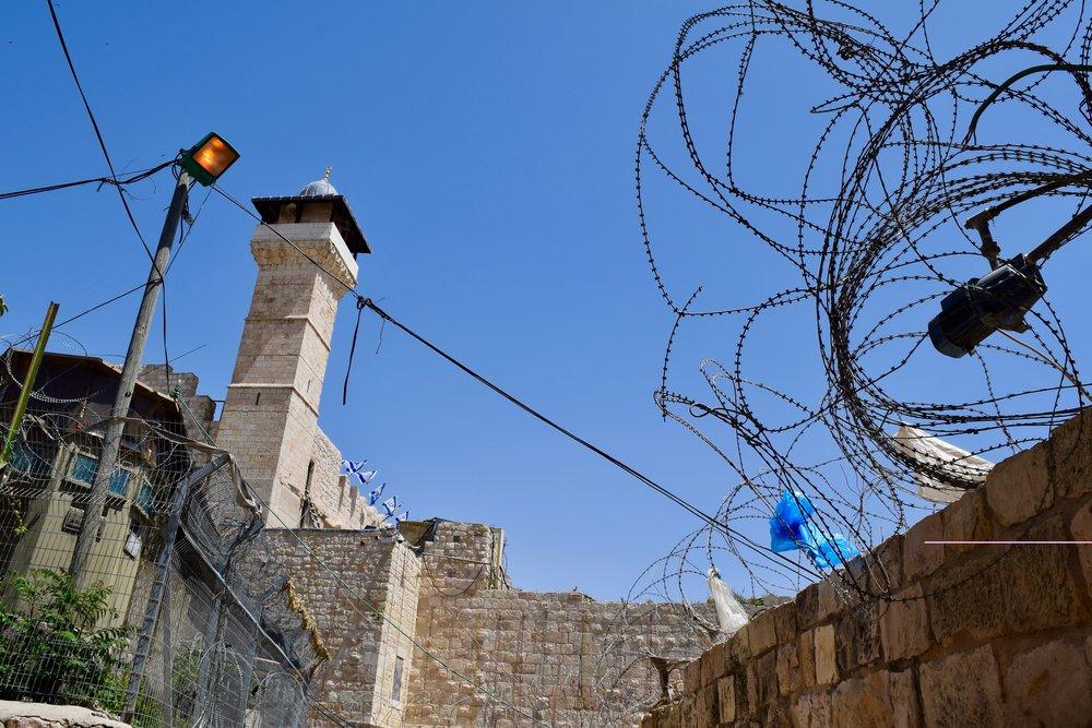 Entrada a la mezquita Ibrahimi desde el lado palestino