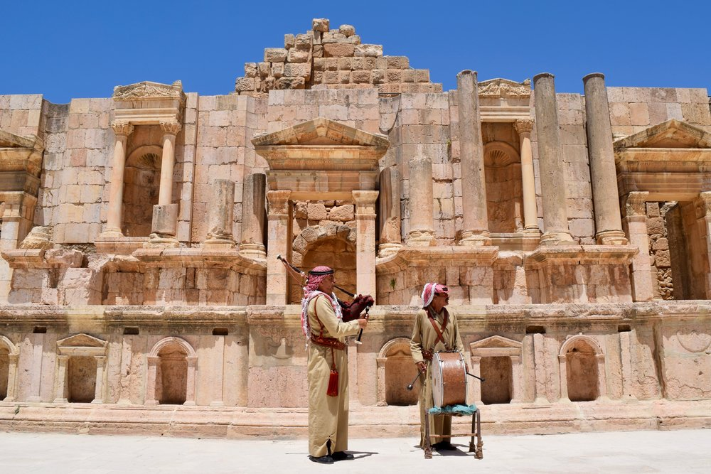 Traditional Jordanian music in the theatre