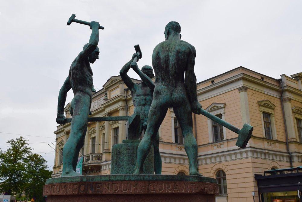 Estatua de los tres herreros