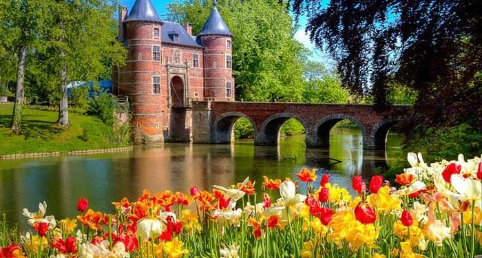 Floralia-Bruxelles-700x375.jpg