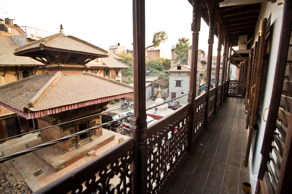Wooden balcony and view over the Kwalkhu street.