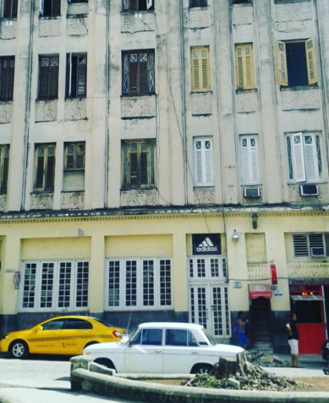 Tienda Adidas, Habana Vieja - foto propia