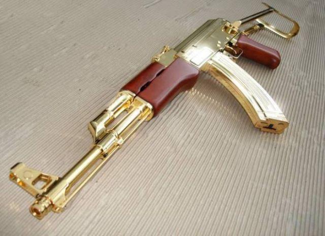 El posible Kalashnikov de oro de Saddam Hussein