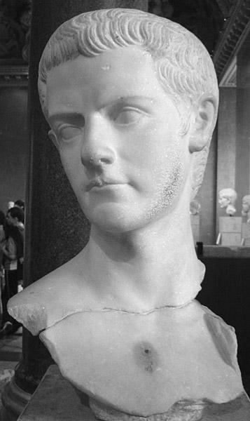 Busto de Calígula, hasta sale guapete y todo...
