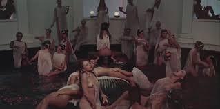 Fotograma de la película de Calígula (1979)