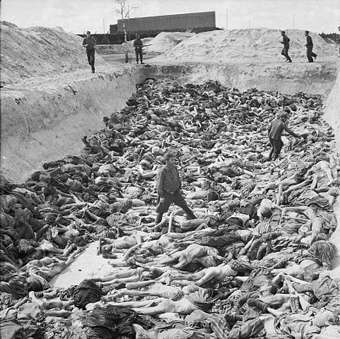 Fosa común en el campo de Bergn-Belsen