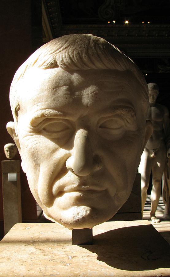 Estatua de Craso, conservada en el Louvre