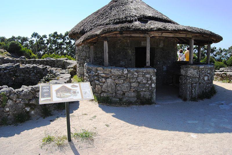 Uno de los castros reconstruídos, aunque algunos expertos dudan de que esta fuera su forma