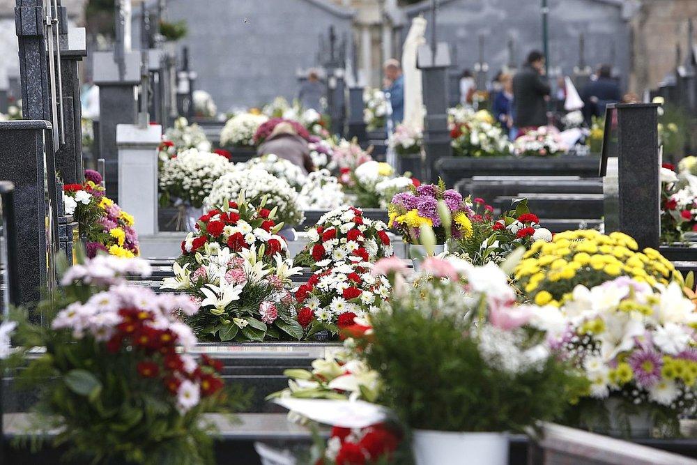 Un cementerio en el Día de todos los Santos, foto sacada de http://galiciahoxe.com