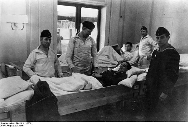 Soldados alemanes siendo atendidos en el Wilhelm Gustloff,