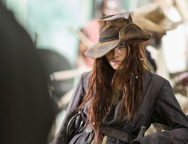 Anne Bony interpretada por Clara Paget en la serie Black Sails