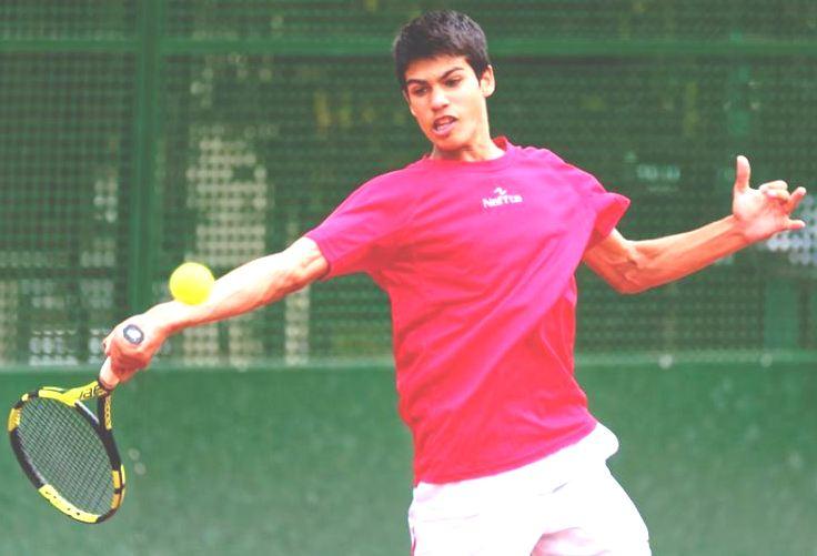 Carlos Alcaraz, 14 años, nacido en Murcia. Ya ha conseguido su primer punto ATP, algo que ni siquiera consiguióRafa Nadal a su edad. Su padre fue jugador de tenis profesional y actualmente dirige una escuela de tenis. Es buen sacador y restador y juega muy bien en red. Siempre se ha entrenado en tierra y pista rápida.