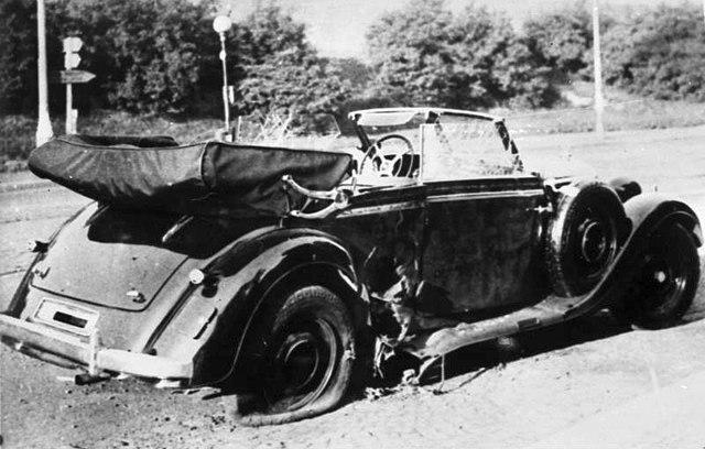 El Mercedes de Heydrich tras el atentado