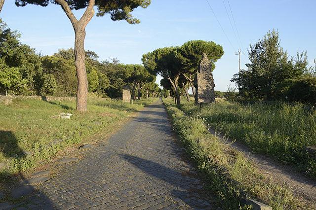 La Vía Appia en la actualidad. De Livioandronico2013 - Trabajo propio, CC BY-SA 4.0, https://commons.wikimedia.org/w/index.php?curid=34595908