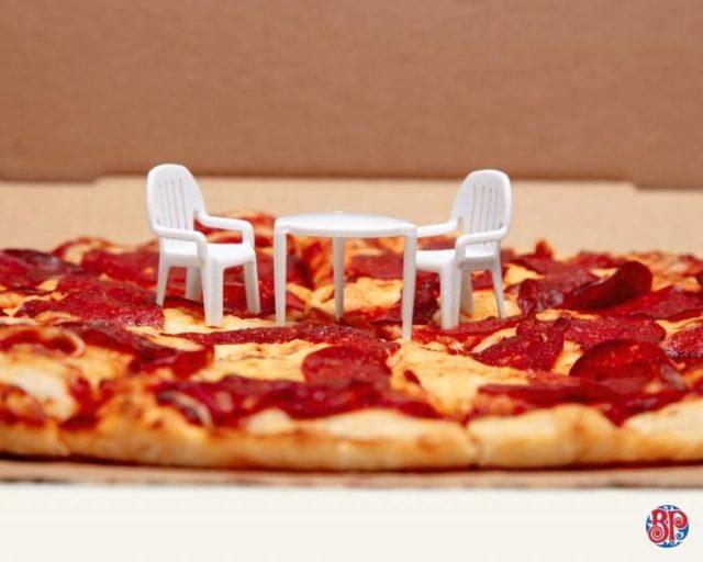 brand-the-pizza-patio-set-2-1024-61336-e1533226661547.jpg