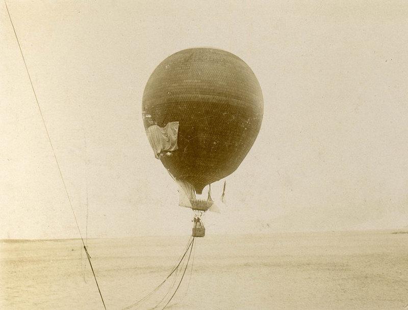 El globo, el Eagle, en pleno vuelo