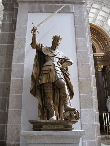 Estatua de Fruela I en el monasterio de Samos