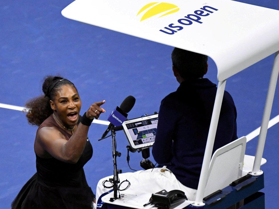 Serena Williams  gritando al árbitro en la final femenina del Open de Tenis de Estados Unidos. Fuente: El Pais