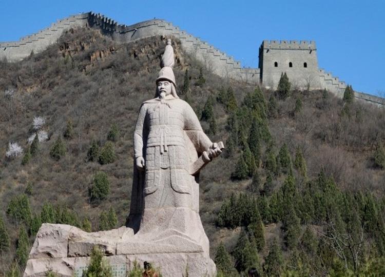 Estatua de Qin Jiguang en la muralla, foto sacada de  http://www.visitourchina.com