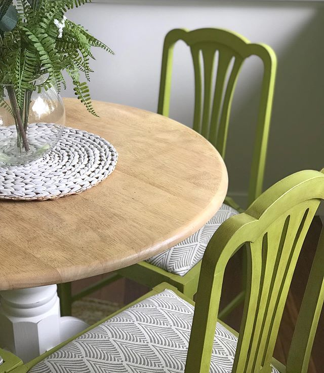 Little sneak peek of a round table and chairs coming soon. Using the new Annie Sloan Firle on the chairs - available online later this weekend #diningroom #diningsetting #farmhouse #anniesloanchalkpaint #firle #comingsoon @anniesloanhome @360focus_pr