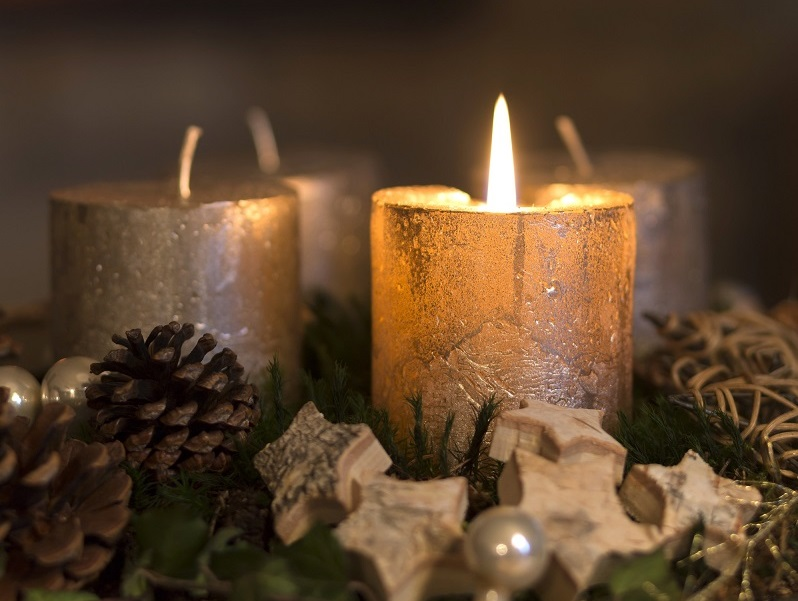 advent wreath gold 800px short.jpg