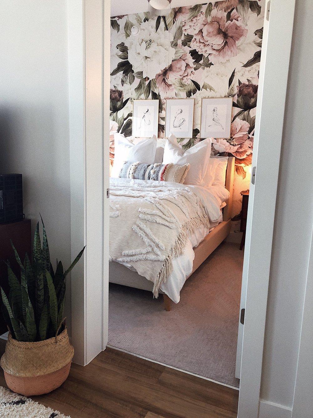 peony wallpaper bedroom.jpeg