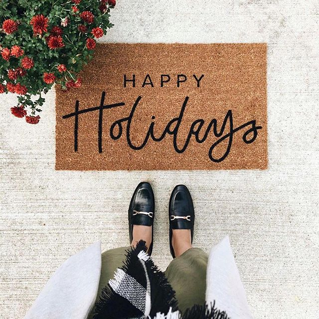 BLACKFRIDAY SALE - Take 20% off your order of $30 or more with code HOLIDAY20 at checkout! Includes all photographer marketing templates, media kits, holiday cards, and more! #christmasgifts 🎁 (photo via @olivepaperco)
