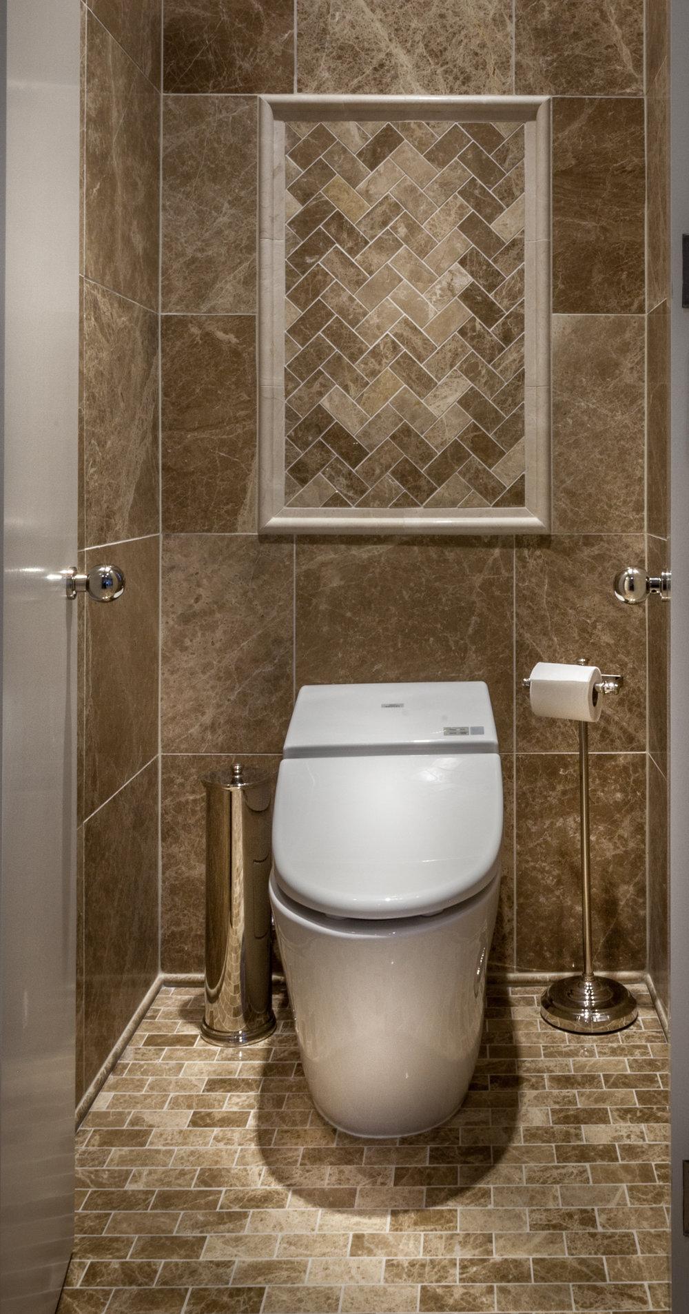 ARNOLD Toilet.jpg