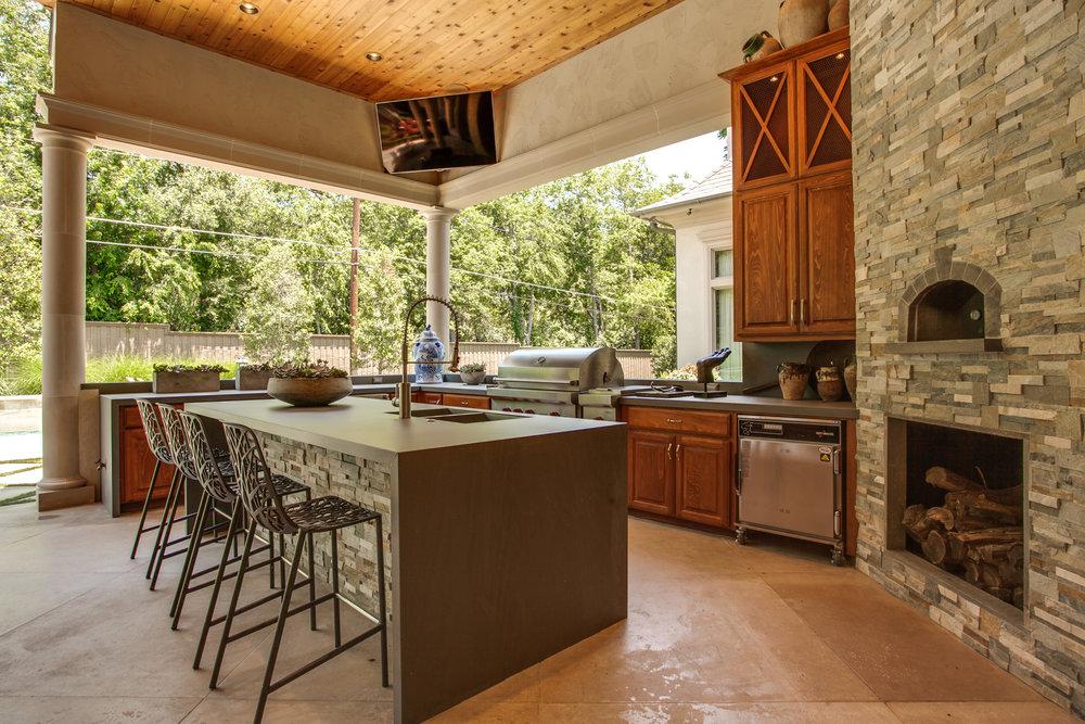SAXTON - Outdoor Kitchen.jpg