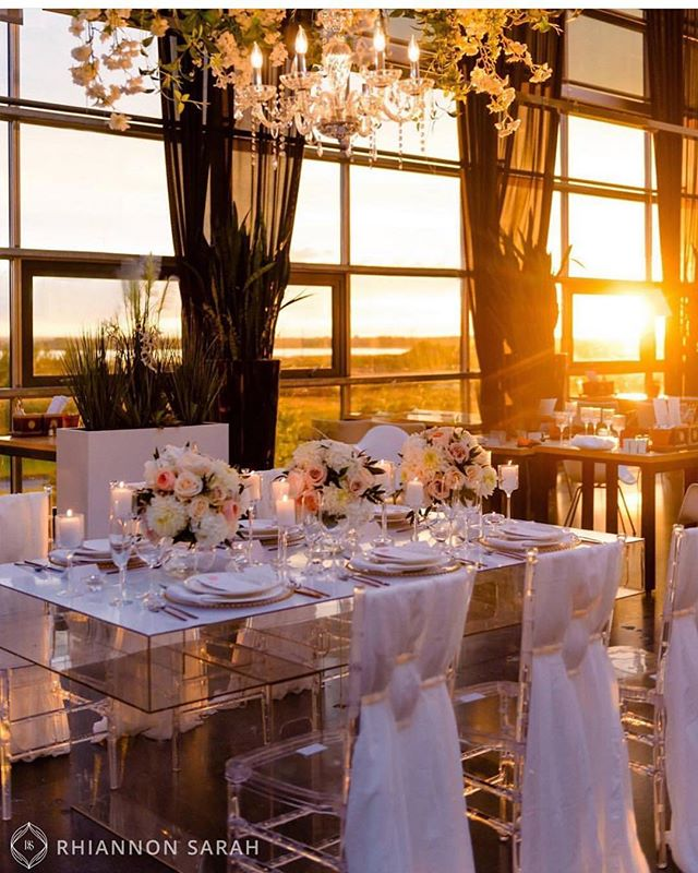 Ohh that sunset! We have 1 date left for summer 2019! August 18, 2019 could be yours! DM @eventsatholes for more information on how to have your @glasshousebistro wedding 🧡