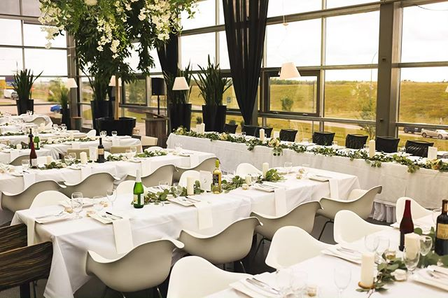 Thinking of having an intimate, smaller wedding? Our Glasshouse Bistro is the PERFECT venue.  This large space can accommodate up to 104 guests and has a view that will leave you speechless! Floor to ceiling glass windows create an outdoor vibe, but without the worry of stormy weather ⛈  Click the link in our bio to book a tour with us today! ☝🏻