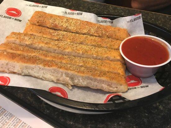 bread-sticks-pizza-hut.jpg