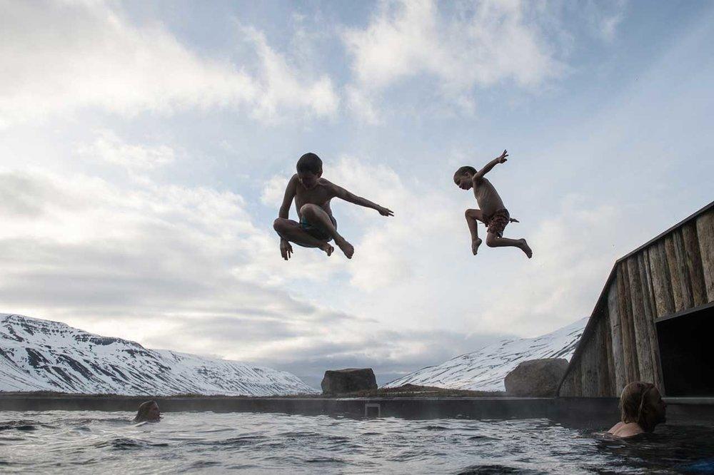 deplar-farm-trollaskagi-pool-jumping.jpg