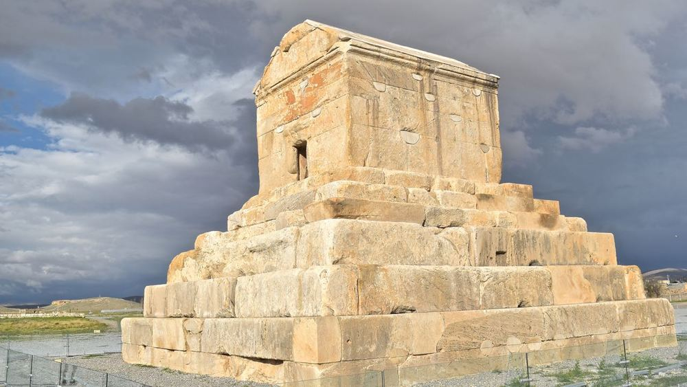 Iran-Pasargadae-Cyrus-tomb.jpg