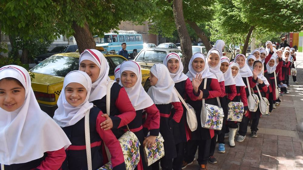 Iran-Shiraz-school-girls.jpg