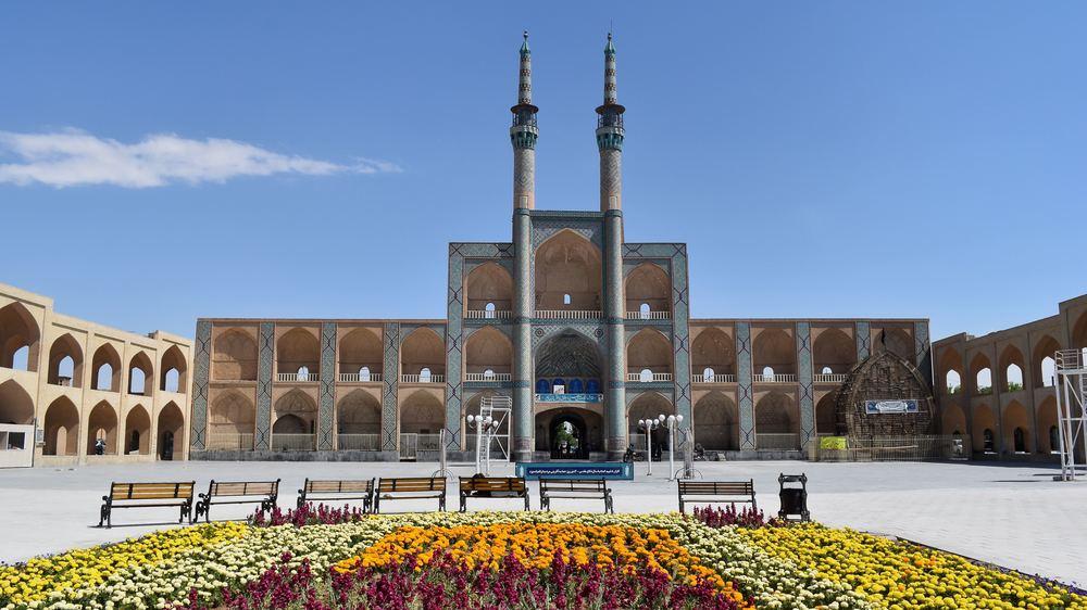 Iran-Yazd-Amir-Chakhmaq-complex.jpg