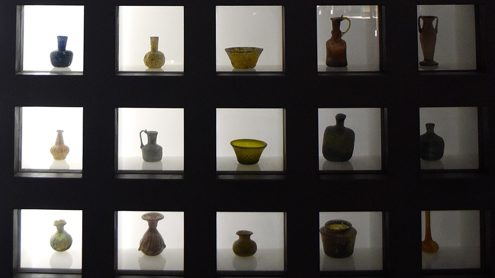 Iran-Tehran-Glass-Ceramics-Museum-shelf.jpg