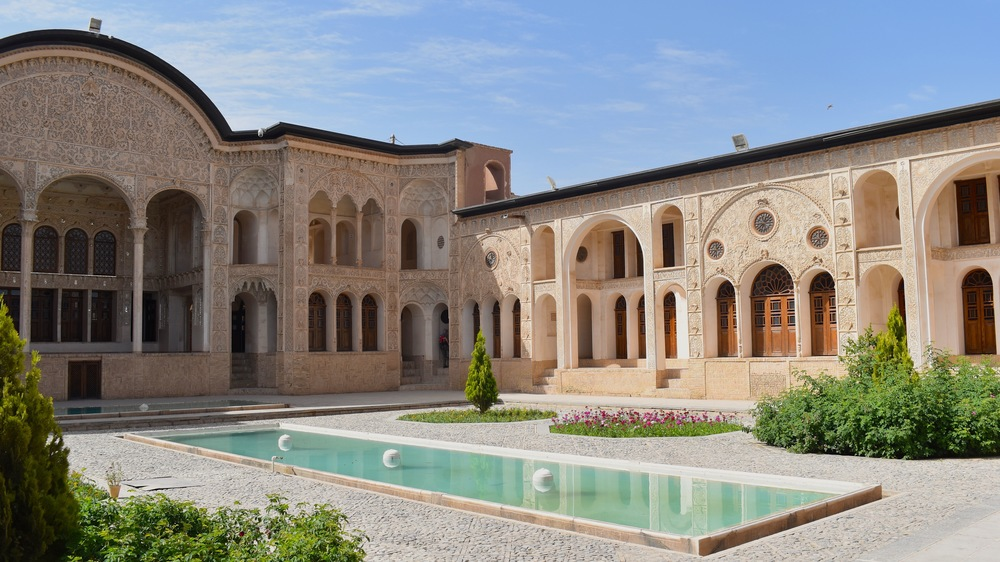 Iran-Kashan-Tabatabaei-courtyard.jpg