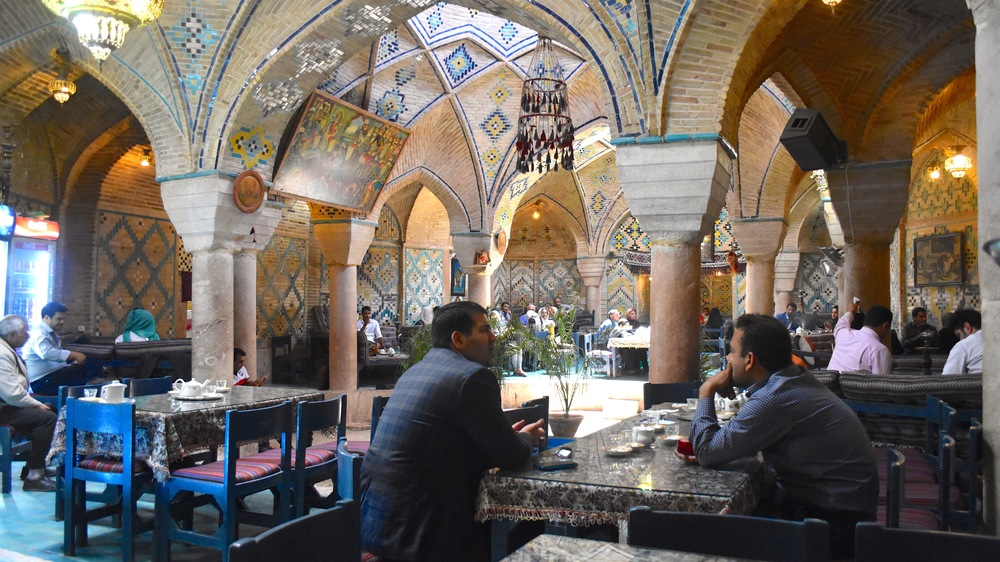 Iran-Kerman-teahouse.jpg