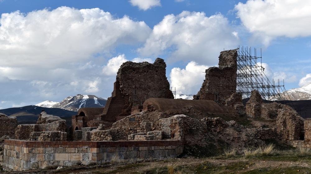 Iran-Takab-Takht-e-Soleyman-ruins.jpg