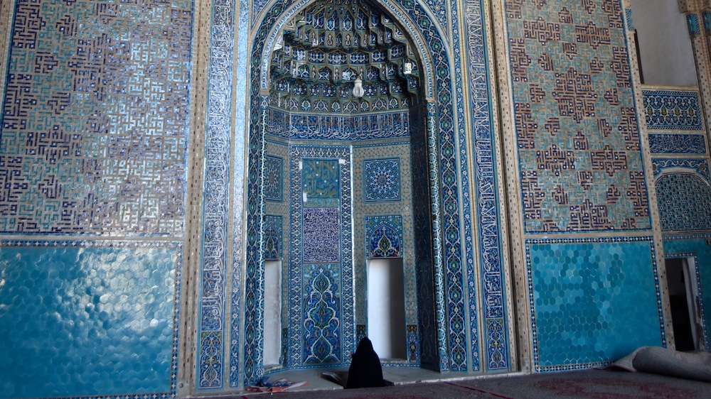Iran-Yazd-Jameh-Mosque-prayer.jpg