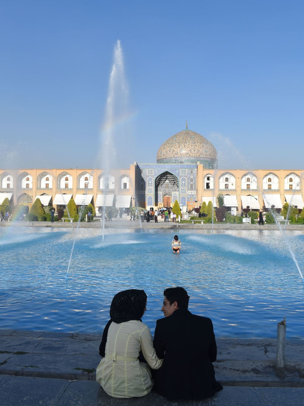 Iran-Isfahan-square-couple.jpg